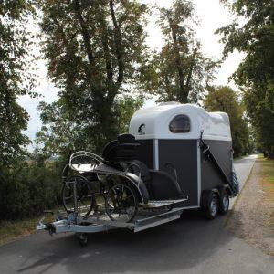Porte-Calèche Cheval Liberté hippomobile bois vue avant