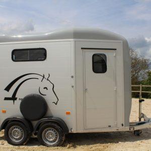 Van Cheval Liberté touring stallion gris vue côté droit