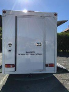 camion transport pour chevaux paragan equistar blanc vue arrière
