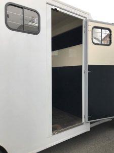 camion transport chevaux gruau pont arrière porte latérale