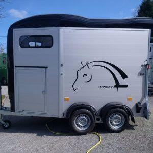 cheval liberté touring jumping vue de côté